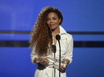 Janet Jackson recebe prêmio da emissora de TV BET em Los Angeles. 28/06/2015  REUTERS/Kevork Djansezian