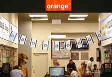 Orange a annoncé mardi avoir renégocié son accord de licence avec la société israélienne Partner Communications Company, après une polémique dans ce pays provoquée par des déclarations du PDG du groupe français de télécoms. /Photo prise le 5 juin 2015/REUTERS/Ronen Zvulun