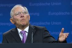 El ministro de Finanzas alemán, Wolfgang Schaeuble, da una conferencia de prensa durante una reunión de ministros de finanzas de la zona euro, en Bruselas, Bélgica, 27 de junio de 2015. Un nuevo acuerdo de rescate para Grecia podría alcanzarse a tiempo para que el país cumpla con el pago de 3.500 millones de euros (3.900) en bonos al Banco Central Europeo con vencimiento al 20 de julio, dijo el miércoles un funcionario de la zona euro. REUTERS/Yves Herman