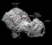 En esta imagen cedida a Reuteres, se ven los socavones en el hemisferio norte de la superficie del cometa 67P/Churyumov-Gerasimenko. el 1 de julio de 2015. Un cometa que es estudiado por la sonda europea Rosetta presenta enormes socavones en su superficie que son casi tan grandes como para albergar a la Gran pirámide de Guiza de Egipto, de acuerdo a una investigación publicada el miércoles. REUTERS/European Space Agency/Handout via Reuters