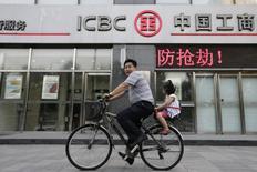 Euronext se montre prudent sur les introductions en Bourse (IPO) en deuxième moitié d'année en raison de la crise grecque, et l'opérateur boursier se veut ambitieux vis-à-vis de la Chine où il est indispensable d'être présent, estime Anthony Attia, PDG d'Euronext Paris. Désireux de faciliter les transactions internationales des entreprises européennes et chinoises, Euronext a notamment signé un protocole d'accord avec la banque chinoise ICBC China. /Photo d'archives/REUTERS/Jason Lee