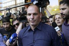 Yanis Varoufakis, que renunciou o cargo de ministro das Finanças da Grécia, saindo do Ministério das Finanças, em Atenas.  06/07/2015   REUTERS/Alkis Konstantinidis