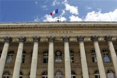 Les Bourses européennes confirment leur rebond à la mi-séance mercredi alors que la zone euro s'est donné jusqu'à dimanche pour trouver un terrain d'entente avec la Grèce. Vers 12h30, le Cac 40 regagne 0,62% à Paris, le Dax progresse de 0,30% à Francfort . /Photo d'archives/REUTERS/Charles Platiau
