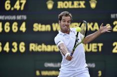 Tenista francês Richard Gasquet durante jogo contra o suíço Stan Wawrinka, no torneio de Wimbledon, em Londres, nesta quarta-feira. 08/07/2015 REUTERS/Toby Melville