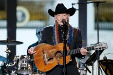 "Willie Nelson performs during the ""In Performance at the White House"" series at the White House in Washington November 6, 2014. REUTERS/Jonathan Ernst"
