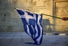 La liste des réformes exigées de la Grèce par les autres pays de la zone euro pour pouvoir mettre en route les négociations sur un troisième plan de sauvetage a déclenché des réactions violentes contre l'Allemagne sur les réseaux sociaux. #ThisIsACoup (C'est un coup d'Etat) était le deuxième hashtag sur Twitter dans le monde et le premier en Allemagne et en Grèce. /Photo prise le 9 juillet 2015/REUTERS/Alkis Konstantinidis