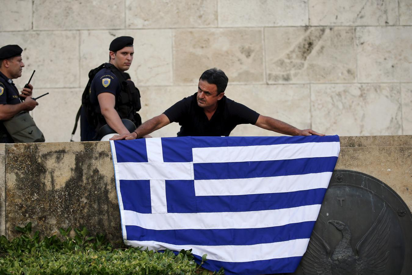 Greek PM Tspiras faces party revolt over bailout deal