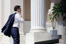 El socio minoritario de Gobierno en Grecia seguirá apoyando al Ejecutivo, pero dijo que su respaldo tiene límites, dijo el martes una portavoz del partido. En la imagen, el primer ministro Alexis Tsipras llega a la sede de su gobierno en Atenas el 13 de julio de 2015. REUTERS/Jean-Paul Pelissier