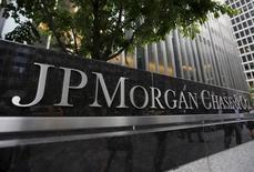 Una vista del exterior de la sede de JP Morgan Chase & Co. Corporate, en Nueva York, 20 de mayo de 2015. JPMorgan Chase & Co, el mayor banco de Estados Unidos por activos, reportó el martes un aumento de 5,2 por ciento en sus ganancias trimestrales, impulsadas por un declive de los gastos. REUTERS/Mike Segar
