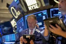 La Bourse de New York a fini mardi en hausse, le Dow Jones gagnant 0,42%, le S&P-500 0,45%, et le Nasdaq 0,66%. /Photo prise le 14 juillet 2015/REUTERS/Brendan McDermid