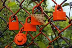 Locks hang on a fence along the Cliff Walk in Newport, Rhode Island July 14, 2015. REUTERS/Brian Snyder
