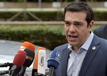 Primeiro-ministro da Grécia, Alexis Tsipras, fala à imprensa ao chegar para uma reunião de ministros da zona do euro em Bruxelas, na Bélgica. 12/07/2015 REUTERS/Eric Vidal