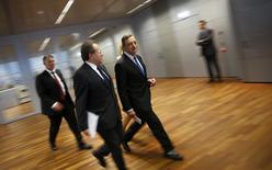 European Central Bank president Mario Draghi (3L) arrives for a news conference after a monetary policy meeting at the ECB headquarters in Frankfurt, Germany, July 16, 2015. REUTERS/Kai Pfaffenbach