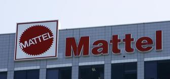 Mattel a annoncé un bénéfice ajusté surprise pour son deuxième trimestre, à la faveur d'une hausse de la demande pour ses jouets Fisher-Price et de réductions de coûts. Le groupe est parvenu à réduire ses coûts de près de 10% au deuxième trimestre et sa marge s'est améliorée en conséquence à 47,9%. /Photo d'archives/REUTERS/Mario Anzuoni
