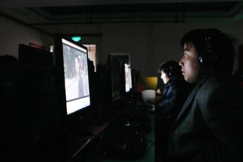 A man uses a computer inside an Internet cafe in Shanghai in this January 5, 2009 file photo.   REUTERS/Aly Song/Files