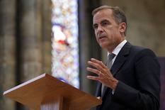 El gobernador del Banco de Inglaterra, Mark Carney, habla en la Catedral de Lincoln, en Lincoln, Inglaterra, 16 de julio de 2015. El gobernador del Banco de Inglaterra, Mark Carney, elevó las perspectivas de un alza de tasas antes de que termine el año en el Reino Unido, desde los niveles mínimos históricos, en su alusión más directa hasta ahora sobre el endurecimiento de la política monetaria. REUTERS/Andrew Yates