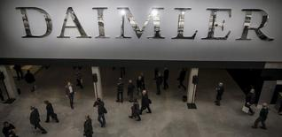 Shareholders arrive for the Daimler annual shareholder meeting in Berlin April 1, 2015. REUTERS/Hannibal Hanschke