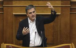 Ministro das Finanças da Grécia, Euclid Tsakalotos, durante sessão parlamentar, em Atenas.   220/07/2015  REUTERS/Yiannis Kourtoglou