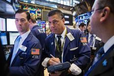 La Bourse de New York a fini en baisse de quelque 0,5% mercredi, accusant sa deuxième séance de recul d'affilée, sous le coup de résultats jugés décevants de grands noms de la technologie, dont Apple, première capitalisation boursière mondiale. /Photo prise le 22 juillet 2015/REUTERS/Lucas Jackson