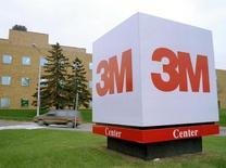 Las oficinas de 3M en Saint Paul, Minnesota, 14 de noviembre de 2014. El grupo de manufacturas diversificadas 3M Co reportó el jueves utilidades netas trimestrales por encima de las expectativas del mercado, pero recortó sus pronósticos de ganancias y ventas para el año debido al débil panorama del crecimiento económico global. STR New/Reuters