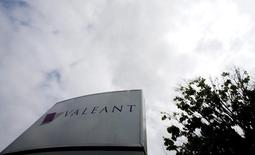 The company logo of Valeant Pharmaceuticals International Inc is seen at its headquarters in Laval, Quebec May 19, 2015.   REUTERS/Christinne Muschi  -