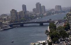 Вид на Нил и мост 6-го октября в Каире 3 июня 2015 года. Группа вооруженных людей похитила гражданина Хорватии в Каире в среду, сообщило в пятницу министерство иностранных дел Египта. REUTERS/Amr Abdallah Dalsh