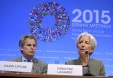La directora gerente del FMI, Christine Lagarde, durante una rueda de prensa, junto al primer subdirector gerente, David Lipton, en Washington, en las reuniones anuales de primavera del Fondo y del Banco Mundial, 16 abr, 2015. El próximo director gerente del Fondo Monetario Internacional probablemente provendrá de fuera de Europa una vez que la actual dirigente, Christine Lagarde, abandone el cargo, dijo el número dos del organismo con sede en Washington en una entrevista difundida el sábado.  REUTERS/Mike Theiler