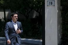 El primer ministro griego, Alexis Tsipras, en Atenas, 24 jul, 2015. Las conversaciones entre Grecia y sus acreedores internacionales sobre un nuevo paquete de rescate deberían proseguir el lunes luego de que se resuelvan algunos problemas logísticos que retrasaron las reuniones esta semana, dijo el sábado un funcionario griego. REUTERS/Alkis Konstantinidis