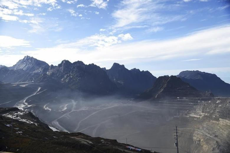 A view of the Grasberg copper and gold mine operated by an Indonesian subsidiary of Freeport-McMoRan Inc, situated 4,285 meters above sea level, near Timika, Papua province, February 15, 2015. REUTERS/M Agung Rajasa/Antara Foto