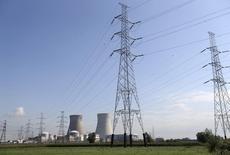 Engie (ex-GDF Suez) a annoncé mercredi un accord de principe avec le gouvernement belge en vue de prolonger de dix ans, jusqu'en 2025, la durée de vie des réacteurs nucléaires Doel 1 et Doel 2 de sa filiale Electrabel. /Photo prise le 20 août 2014/REUTERS/François Lenoir