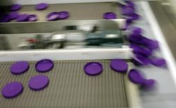 Plastic lids are manufactured at the Berry Plastic Corp. factory in Evansville, Indiana November 23, 2009.   REUTERS/Brian Snyder