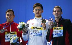 Second placed James Guy of Britain, first placed Sun Yang of China and third placed Ryan Cochrane of the U.S. pose with medals after the 400m men's freestyle final at the Aquatics World Championships in Kazan, Russia, August 2, 2015.                REUTERS/Michael Dalder