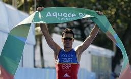 Javier Gomez Noya of Spain celebrates after winning the men's triathlon at the ITU World Olympic Qualification event on Copacabana beach in Rio de Janeiro, Brazil, August 2, 2015. REUTERS/Sergio Moraes