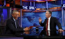 Jon Stewart entrevistando o presidente dos EUA, Barack Obama, em Nova York.   21/07/2015   REUTERS/Kevin Lamarque