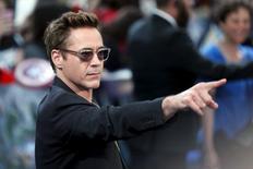 """El actor Robert Downey Jr a su llegada al estreno europeo del filme """"Avengers: Age of Ultron"""" en Shepherds Bush, Inglaterra, abr 21 2015. Robert Downey Jr, protagonista de la franquicia """"Iron Man"""", es el actor mejor pagado del mundo por tercer año consecutivo, dijo el martes la revista Forbes, en una lista que incluyó por primera vez estrellas de Bollywood. REUTERS/Stefan Wermuth"""
