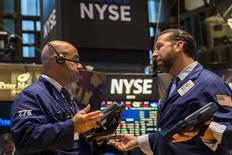 La Bourse de New York a fini mercredi pratiquement à l'équilibre, l'indice Dow Jones cédant 0,06%. Le S&P-500, plus large, a pris 0,31% et le Nasdaq Composite a avancé de son côté de 0,68%.  /Photo prise le 21 juillet 2015/REUTERS/Lucas Jackson