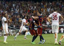 Lionel Messi e Neymar, do Barcelona, comemoram gol contra a Roma durante amistoso no Camp Nou, em Barcelona, na Espanha, nesta quarta-feira. 05/08/2015 REUTERS/Albert Gea