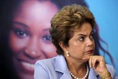La presidenta brasileña, Dilma Rousseff, en una ceremonia en el palacio de Gobierno en Brasilia, ago 11, 2015. Rousseff y destacados senadores planean lanzar esta semana una agenda de propuestas pro mercado, dijo el martes el senador Romero Juca, en el intento más reciente de la mandataria por reavivar el crecimiento económico y superar una crisis política.  REUTERS/Ueslei Marcelino