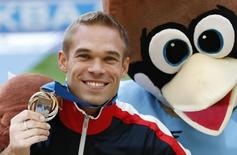 Silver medallist Nick Symmonds of the U.S. poses with  a person dressed as the championships mascot after the victory ceremony for the men's 800 metres at the IAAF World Athletics Championships at the Luzhniki stadium in Moscow August 15, 2013.    REUTERS/Grigory Dukor