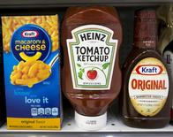 A Heinz Ketchup bottle sits between a box of Kraft macaroni and cheese and a bottle of Kraft Original Barbecue Sauce on a grocery store shelf in New York, March 25, 2015.   REUTERS/Brendan McDermid