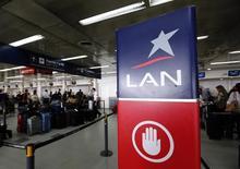 Logo da LAN visto no aeroporto metropolitano de Buenos Aires, na Argentina.   21/08/2015   REUTERS/Marcos Brindicci
