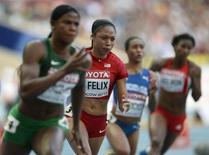 Allyson Felix of the U.S. (2nd L) runs next to Blessing Okagbare of Nigeria (L) in their women's 200 metres semi-final heat during the IAAF World Athletics Championships at the Luzhniki stadium in Moscow August 15, 2013. REUTERS/Dylan Martinez