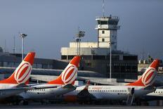 Aviões da Gol no aeroporto Santos Dumont, no Rio de Janeiro.  16/12/2014   REUTERS/Pilar Olivares