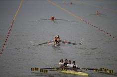 Rowers practice at Rodrigo de Freitas Lagoon in Rio de Janeiro, Brazil, July 30, 2015.  REUTERS/Ricardo Moraes