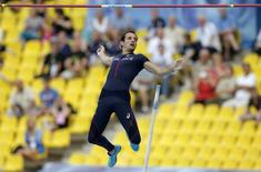 Renaud Lavillenie of France competes in the men's pole vault qualifying round during the IAAF World Athletics Championships at the Luzhniki stadium in Moscow, Russia, in this August 10, 2013 file photo. REUTERS/Phil Noble/Files