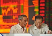 Les marchés financiers chinois ont de nouveau chuté en fin de séance jeudi, la confiance des investisseurs restant chancelante sur fond d'inquiétudes persistantes au sujet de l'état de la deuxième économie mondiale. /photo prise le 20 août 2015/REUTERS/China Daily