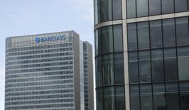 """Des actionnaires de Barclays qui accusent la banque britannique d'avoir dopé son cours de Bourse en manipulant le taux Libor peuvent intenter une action judiciaire en nom collectif (""""class action""""), a décidé jeudi une juge américain. /Photo prise le 19 mai 2015/REUTERS/Suzanne Plunkett"""