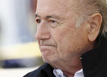 Blatter participa de torneio com seu nome em Ulrichen.  22/82015. REUTERS/Denis Balibouse