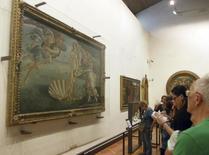 """Visitantes observam """"O Nascimento de Venus"""", obra de 1486 de Sandro Botticelli, em museu de Florença.  14/10/2014.   REUTERS/Regis Duvignau"""