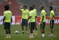 Kaká durante treino da seleção em Pequim.  10/10/2014.  REUTERS/Jason Lee